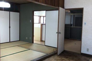ライファ今治:キッチン間取り変更リフォーム工事が始まりました。まずは解体から。