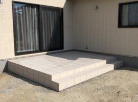 ライファ今治:ガーデンスペースにタイルデッキ施工