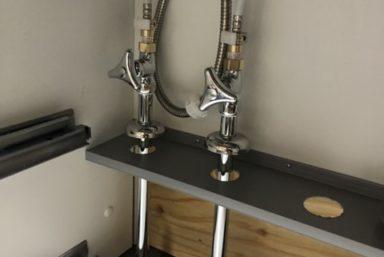 ライファ今治:キッチンリフォーム。システムキッチン搬入据付工事。給排水接続工事。