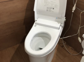 ライファ今治:トイレ・洗面脱衣場改修工事。LIXIL「サティスS」「ルミシス」「L.C.」
