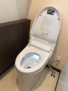 今治 トイレ交換 トイレ入れ替え リフォーム LIXIL サティス 手洗い付き キャンペーン メガチラシ ライファ今治 リノベーション