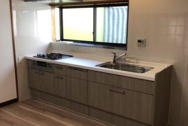 ライファ今治:LIXILの「リシェル」でスタイリッシュになったキッチン。床面、壁などもキレイに!!