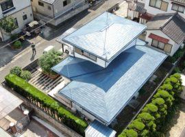 ライファ今治:屋根塗装の仕上がり写真。ドローン撮影